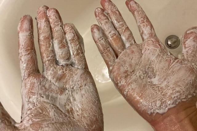 手で泡立てると真っ白になるリバーネット